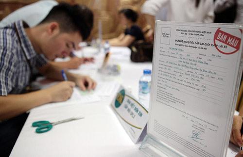 Hà Nội: Đổi giấy phép lái xe ở cơ quan, chỉ mất 10 phút - 1