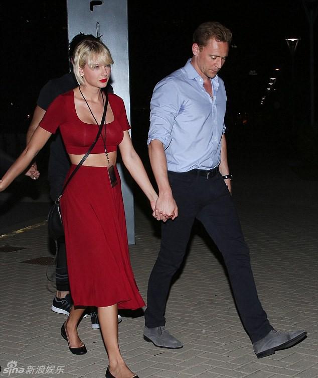 """Taylor Swift bị nghi thoát kiếp ngực lép nhờ """"dao kéo"""" - 5"""