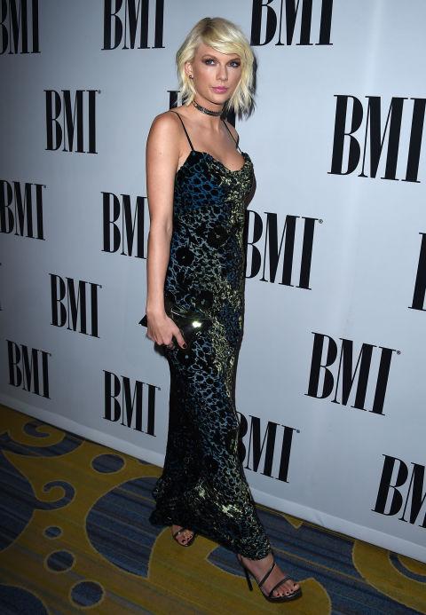 """Taylor Swift bị nghi thoát kiếp ngực lép nhờ """"dao kéo"""" - 4"""