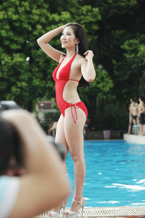 Hậu trường chụp bikini làm từ thiện gây xôn xao HN - 4