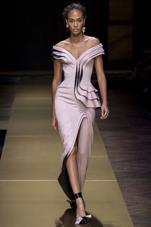 Irina Shayk siêu quyến rũ trong thiết kế của Versace - 4
