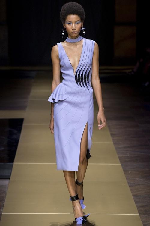 Irina Shayk siêu quyến rũ trong thiết kế của Versace - 5