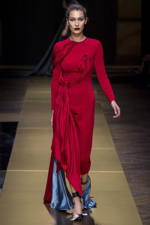 Irina Shayk siêu quyến rũ trong thiết kế của Versace - 6