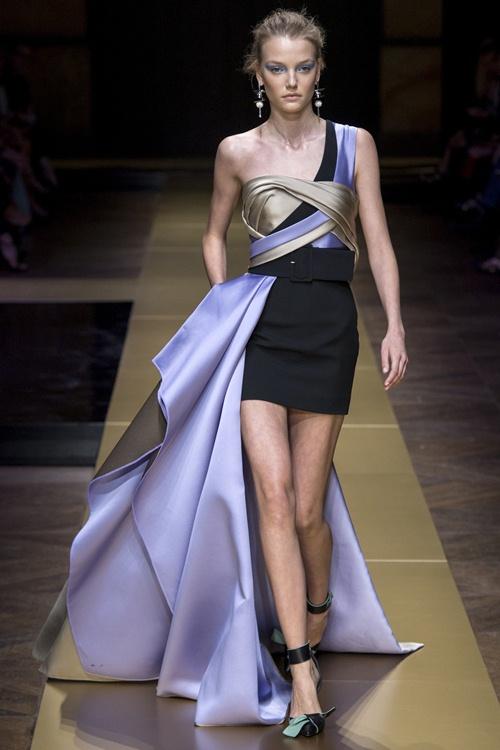 Irina Shayk siêu quyến rũ trong thiết kế của Versace - 7