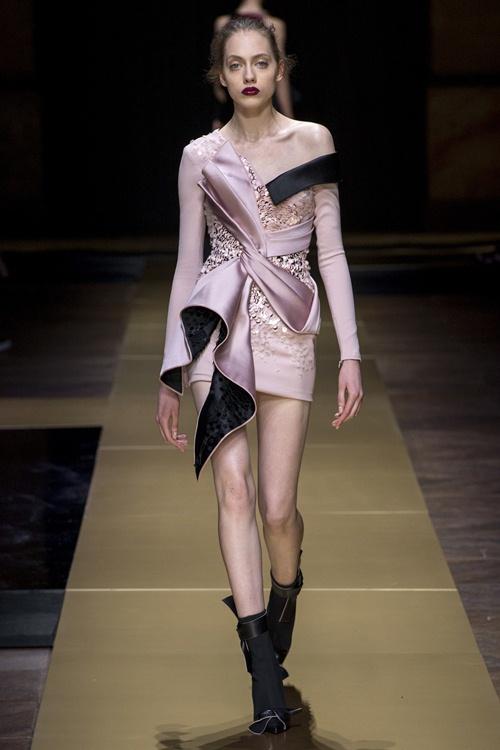 Irina Shayk siêu quyến rũ trong thiết kế của Versace - 10