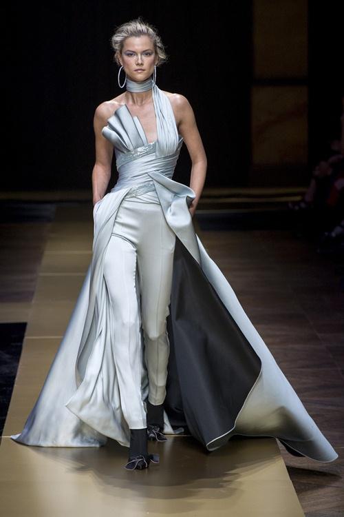 Irina Shayk siêu quyến rũ trong thiết kế của Versace - 13