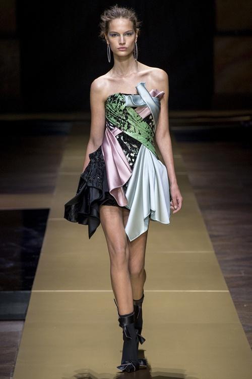 Irina Shayk siêu quyến rũ trong thiết kế của Versace - 11