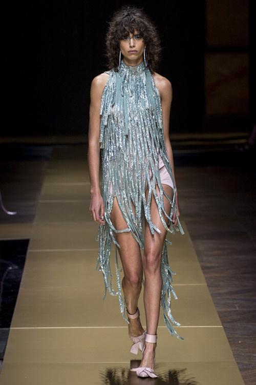 Irina Shayk siêu quyến rũ trong thiết kế của Versace - 12