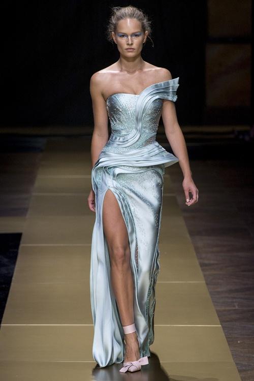 Irina Shayk siêu quyến rũ trong thiết kế của Versace - 14