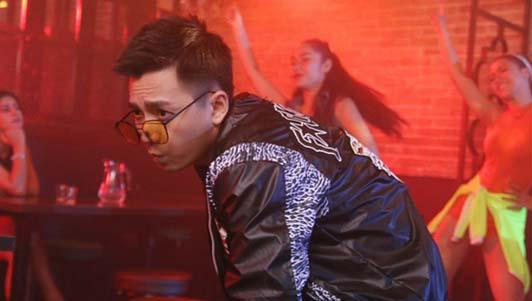 """Ngô Kiến Huy lột xác làm """"trai hư"""" trong MV mới"""