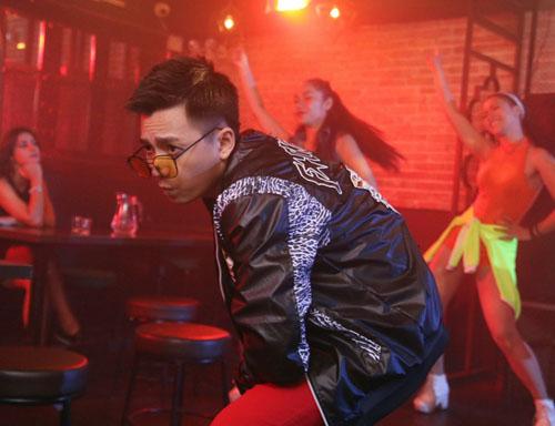 """Ngô Kiến Huy lột xác làm """"trai hư"""" trong MV mới - 1"""