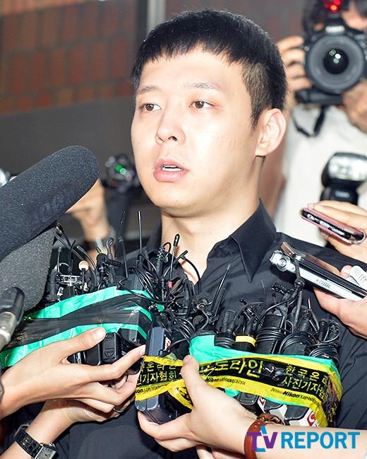 Park Yoochun bị tố quan hệ với vũ công khỏa thân - 1