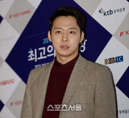 Park Yoochun bị tố quan hệ với vũ công khỏa thân - 2
