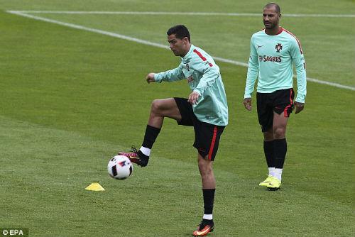 Trước thềm bán kết, Ronaldo bị chê thi đấu nhàm chán - 2