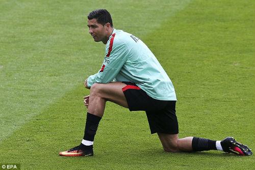 Trước thềm bán kết, Ronaldo bị chê thi đấu nhàm chán - 3