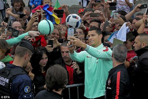 Trước thềm bán kết, Ronaldo bị chê thi đấu nhàm chán - 5