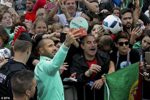 Trước thềm bán kết, Ronaldo bị chê thi đấu nhàm chán - 6