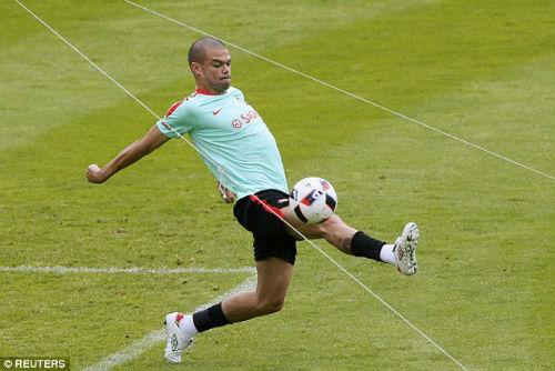 Trước thềm bán kết, Ronaldo bị chê thi đấu nhàm chán - 8