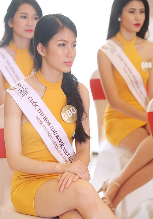 """Thí sinh HH Việt vừa đẹp, vừa nói tiếng Anh """"khủng"""" - 6"""