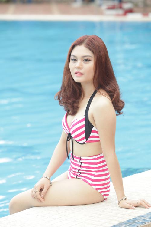 """""""Bóng hồng"""" Hà thành khoe vẻ gợi cảm bên bể bơi - 5"""