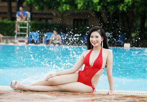 """""""Bóng hồng"""" Hà thành khoe vẻ gợi cảm bên bể bơi - 11"""