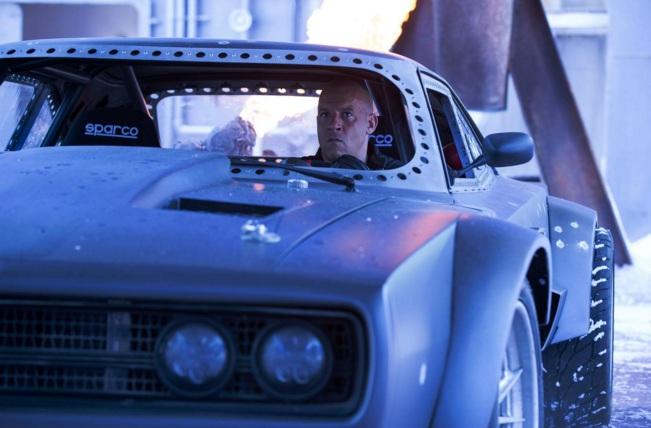"""Hé lộ dàn """"siêu xe băng"""" cáu cạnh của Fast & Furious 8 - 1"""