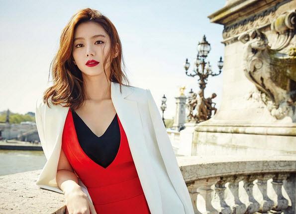 """Cuộc sống """"một bước lên tiên"""" của vợ Bae Yong Joon - 1"""
