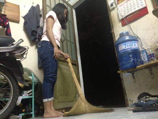 Dông, lốc xoáy làm cát bụi bay mù mịt giữa đêm Sài Gòn - 2