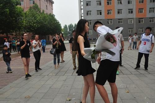 Thiếu gia TQ mang xe sang tỏ tình với nữ sinh viên - 4