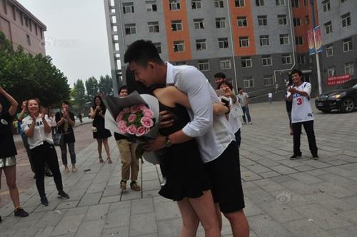 Thiếu gia TQ mang xe sang tỏ tình với nữ sinh viên - 6