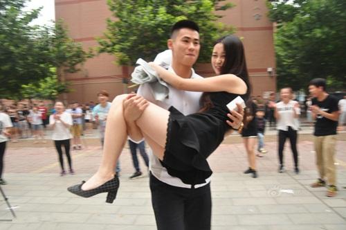 Thiếu gia TQ mang xe sang tỏ tình với nữ sinh viên - 7