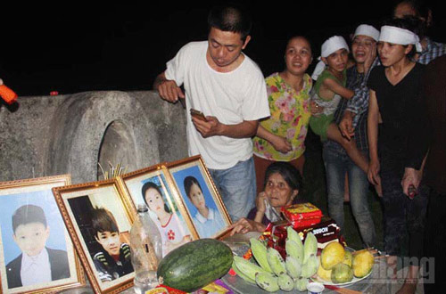 Bắc Giang: Tắm hồ, 5 học sinh chết đuối thương tâm - 1