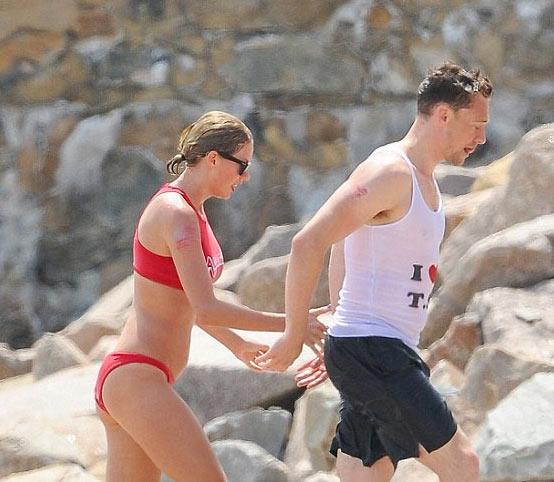 Hội bạn chân dài của Taylor Swift huyên náo vùng biển - 6