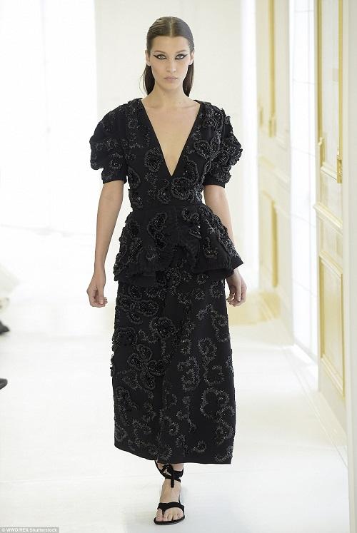 Celine Dion suýt ngã trước thềm show Christian Dior - 6
