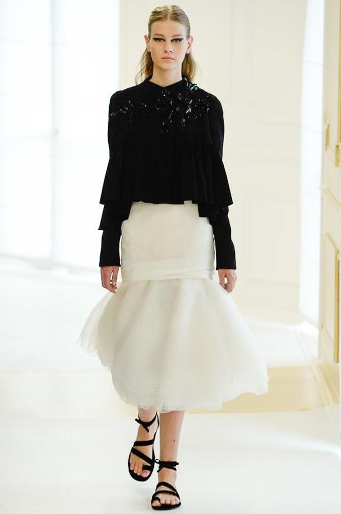 Celine Dion suýt ngã trước thềm show Christian Dior - 10