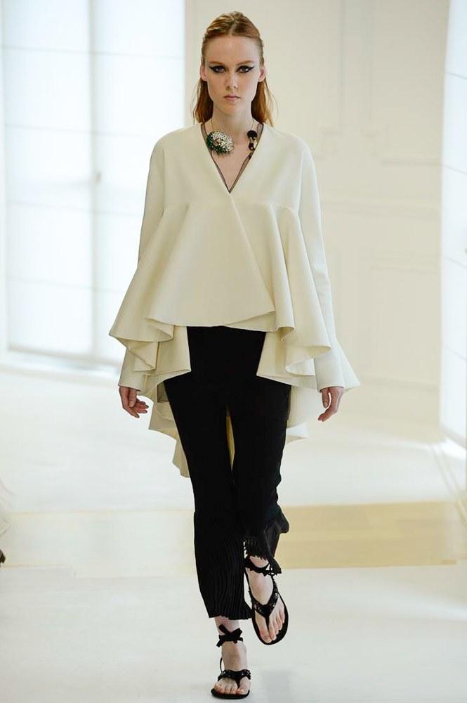 Celine Dion suýt ngã trước thềm show Christian Dior - 11
