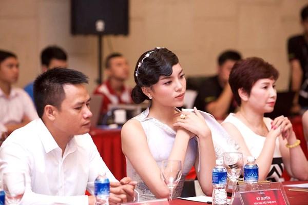 Kỳ Duyên xin lỗi vì lại đến muộn họp báo Hoa hậu VN - 1