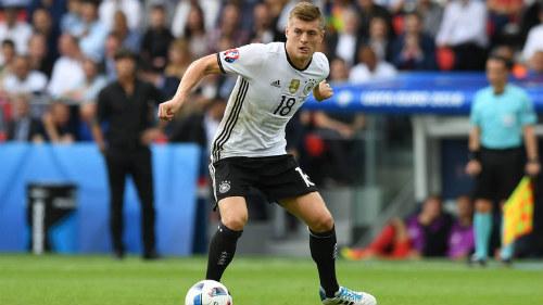 Euro 2016: Ronaldo khỏe nhất, Kroos chuyền hay nhất - 1