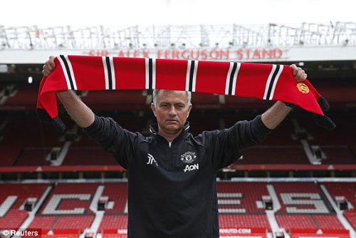 """Họp báo Mourinho - MU: """"Muốn được như Sir Alex"""" - 1"""