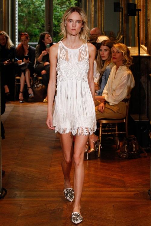 Ngắm những mẫu váy quá gợi cảm của Alberta Ferretti - 2