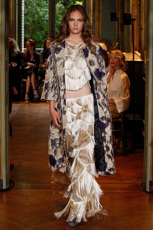 Ngắm những mẫu váy quá gợi cảm của Alberta Ferretti - 3
