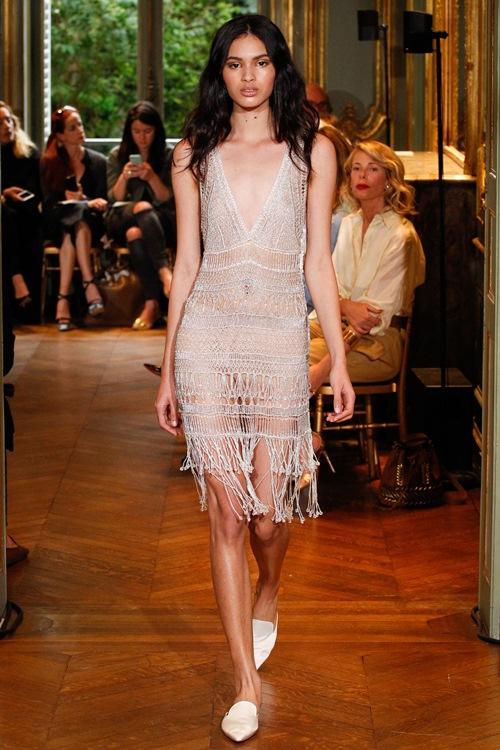Ngắm những mẫu váy quá gợi cảm của Alberta Ferretti - 7