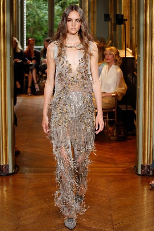 Ngắm những mẫu váy quá gợi cảm của Alberta Ferretti - 5