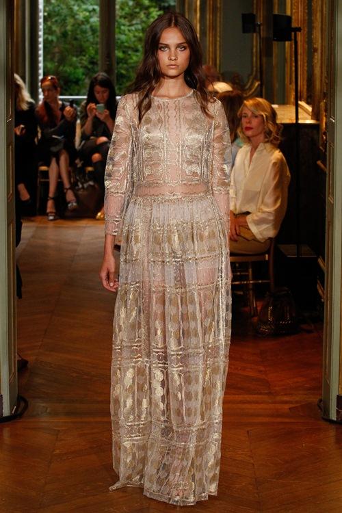 Ngắm những mẫu váy quá gợi cảm của Alberta Ferretti - 4