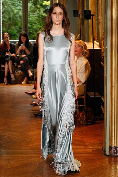 Ngắm những mẫu váy quá gợi cảm của Alberta Ferretti - 8