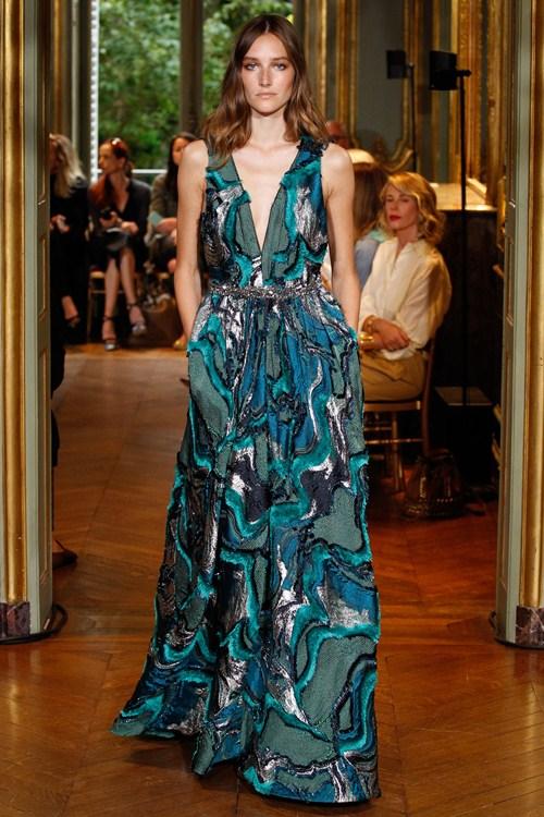 Ngắm những mẫu váy quá gợi cảm của Alberta Ferretti - 9