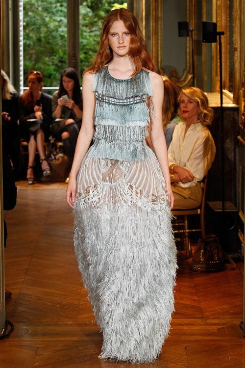 Ngắm những mẫu váy quá gợi cảm của Alberta Ferretti - 12