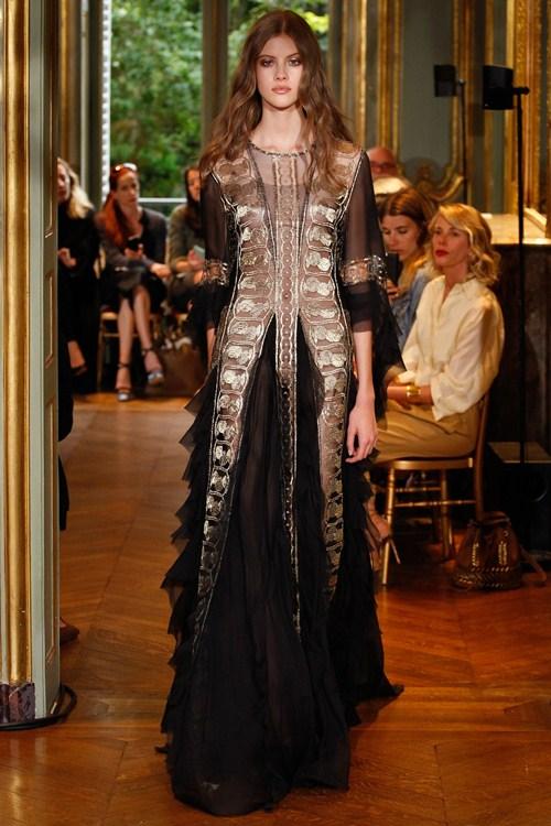 Ngắm những mẫu váy quá gợi cảm của Alberta Ferretti - 10