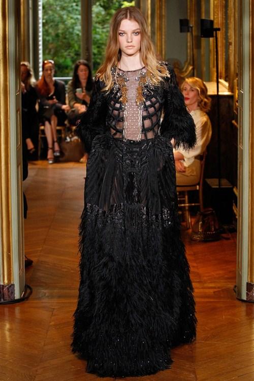 Ngắm những mẫu váy quá gợi cảm của Alberta Ferretti - 11