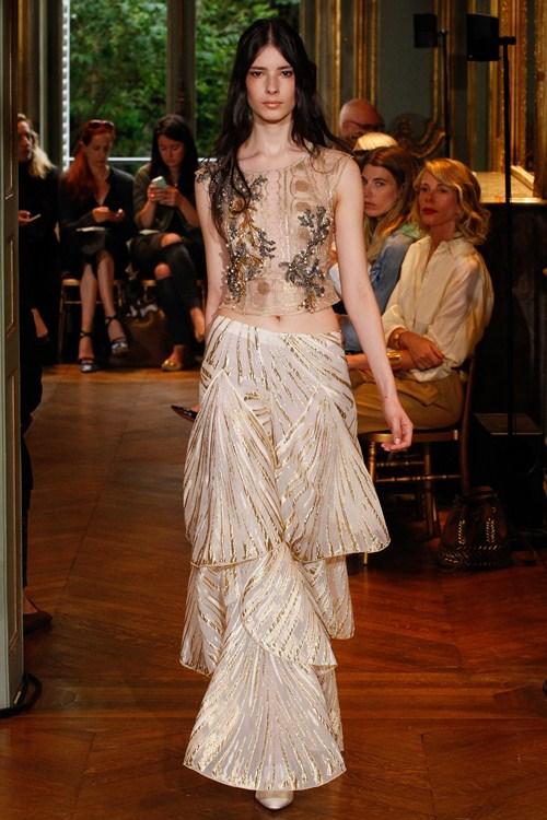 Ngắm những mẫu váy quá gợi cảm của Alberta Ferretti - 13